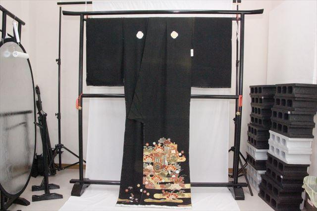 訳あり実店舗キャリー在庫 正絹黒留袖 絹100% 黒(御所車×松×梅×楓) 正装 結婚式 着付けの練習 トッカ