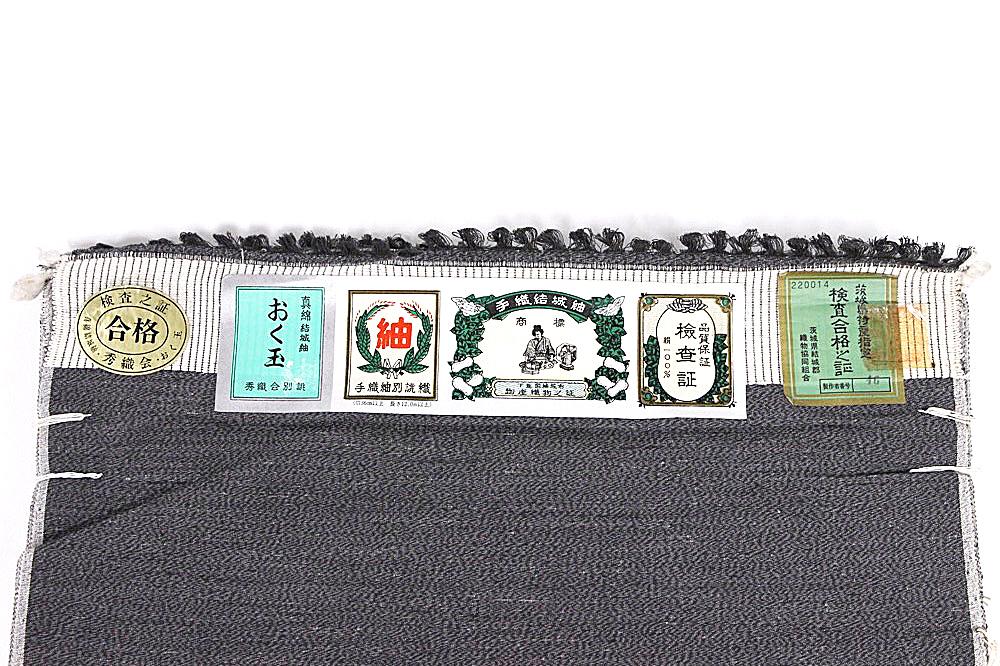 呉服屋 訳あり 奥順謹製 正絹 結城紬 反物一疋(約2反分) グレー 男物 女物 おく玉 ブランド 生地 シック 上品 お洒落 メール便不可 アンサンブル 着物2枚 着物羽織 袷単衣 色々な対応ができます。実店舗キャリー在庫です。