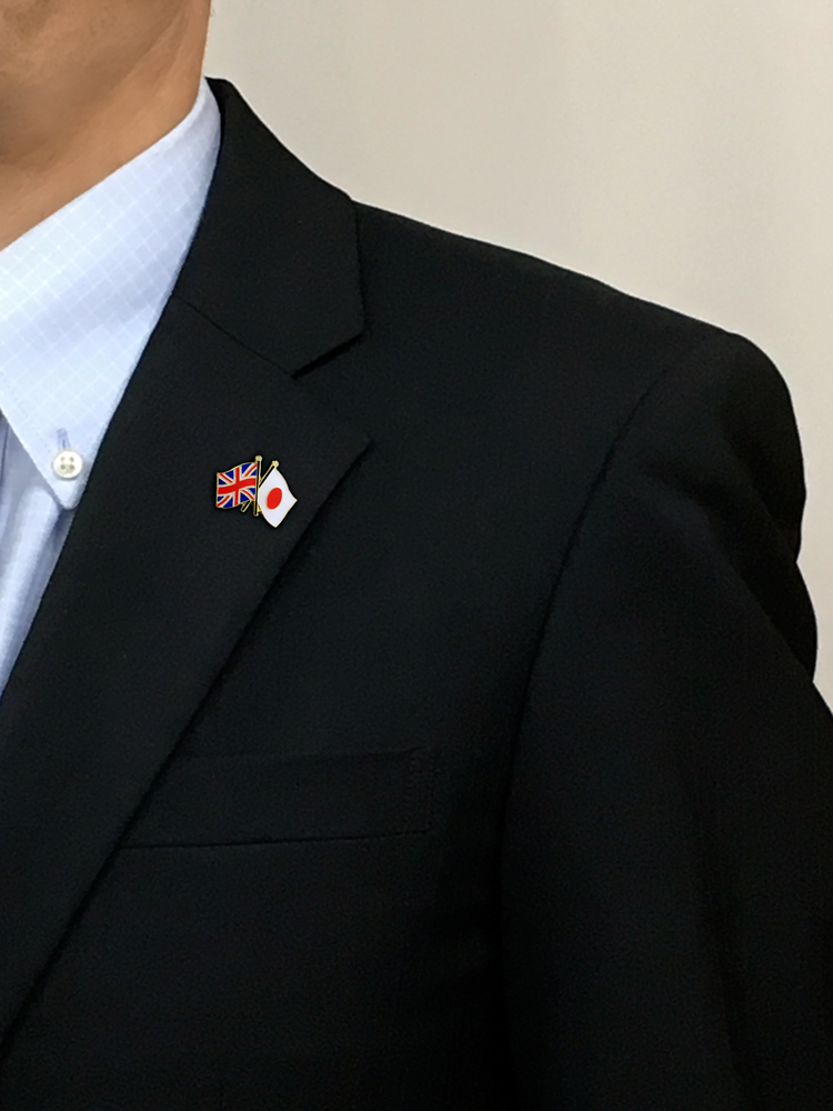 World National Flag Pin Badge (friendship Red Letter Day Book, Size In Two  Countries Of Canada: Approximately 20*20mm)
