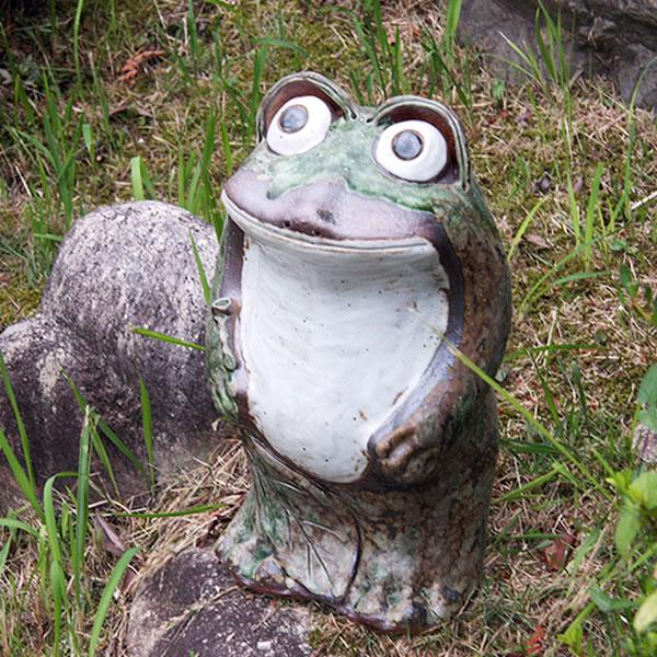 信楽焼き丸目立蛙(小)縁起物カエル/お庭に玄関先に陶器蛙!やきもの/陶器/しがらきやき/蛙/陶器かえる/信楽焼カエル/[ka-0034]