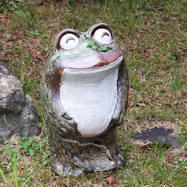 信楽焼き立蛙笑い目(小)縁起物カエル/お庭に玄関先に陶器蛙!やきもの/陶器/しがらきやき/蛙/陶器かえる/信楽焼カエル/[ka-0041]