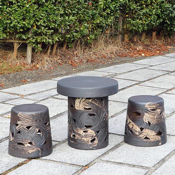 陶器テーブル 15号唐草 信楽焼ガーデンテーブル 焼き物 お庭 ベランダ 庭園セット ガーデンテーブルセット 陶器 イス 信楽焼テーブル ガーデンセット 屋外用 やきもの te-0056