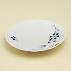 ディナーのメインディッシュにちょうどいいサイズのお皿 低価格化 シンプルな形なので 驚きの値段 もちろん重ねての収納もOKです 野ばら柄は この他にもラインナップで揃います 波佐見焼 磁器 普段使いの食器 野ばら 7寸皿 陶房青 上質な器