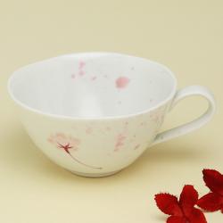 ふわりと桜の香りがただよってきそうな 激安挑戦中 うたげシリーズから 紅茶やハーブティーにぴったりのティーカップをご紹介 波佐見焼 陶房青 うたげ 新品 送料無料 上質な器 ティーカップ 普段使いの食器 磁器