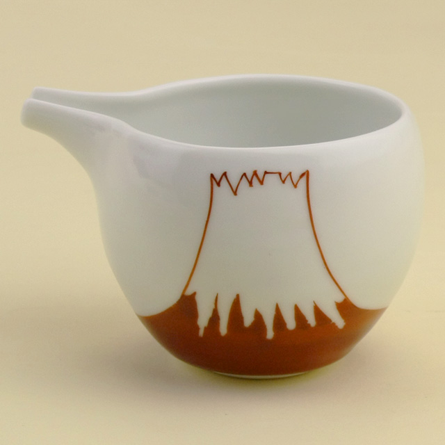 日本の象徴ともいえる富士山は今最も注目されている絵柄のひとつ その富士山シリーズにギフトにも好評の片口が仲間入りしました 波佐見焼 陶房青 磁器 富士山 マーケティング 上質な器 新着 赤富士山 片口徳利 普段使いの食器