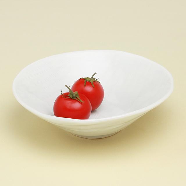 正規品 サラダボウルに使いたい フレッシュ野菜の色も映える スピード対応 全国送料無料 シンプルな青白磁 波佐見焼 陶房青 磁器 青白磁線彫 上質な器 普段使いの食器 丸鉢