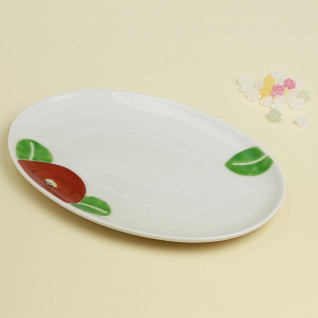全国一律送料無料 レトロな椿柄の楕円皿はプレゼントにもおすすめ 波佐見焼 陶房青 磁器 上質な器 楕円皿 普段使いの食器 激安通販 赤椿