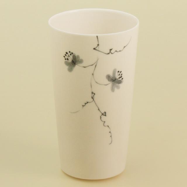 女性らしい繊細で薄手のグラスです 波佐見焼 春の新作続々 陶房青 磁器 普段使いの食器 上質な器 新作多数 グラス 中 花絵