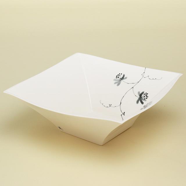 ひと技プラスされた存在感大の角鉢 出荷 波佐見焼 陶房青 驚きの値段で 磁器 上質な器 普段使いの食器 花絵 角鉢