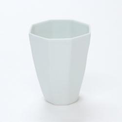 シンプルで薄手の白磁カップ ビアやソフトドリンクなど冷たいドリンクにぴったりな飽きのこないカップです 波佐見焼 高価値 陶房青 普段使いの食器 上質な器 100%品質保証! 白磁八角カップ 磁器