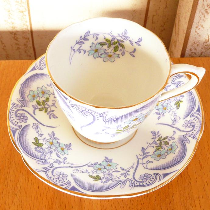 アンティーク食器・陶磁器 スペンサー・スティーブンソン デミタスカップ/カップ&ソーサー 1948-1960年 ミニマムで薄紫のキュートなカップ