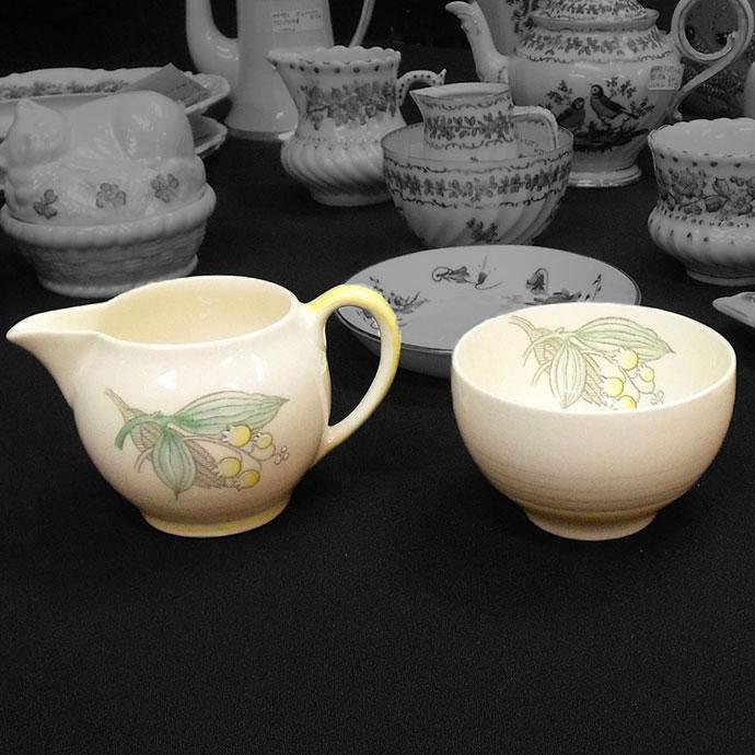 ◆アンティーク食器 【グレイズポタリー(Gray's pottery)】 ミルクジャグ&シュガーボウル◆ スージークーパーがデザイナーとして働いていた会社