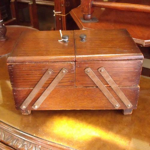 アンティーク雑貨小家具 木製ソーイングボックス