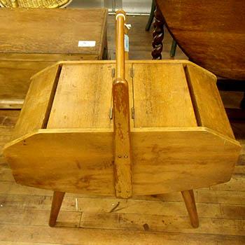 アンティーク雑貨ソーイング・裁縫箱脚付きソーイングボックス