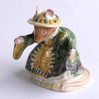 アンティーク雑貨ロイヤルドルトンブランベリーヘッジプリムローズ:ウッドマウス夫妻の娘陶器製フィギュア