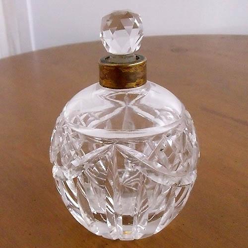 アンティーク 雑貨 インテリア ガラス ボトル 瓶 キャニスター ジャー 蓋付き 容器 収納 小物入れ クリスタルガラスポット ハンドカット