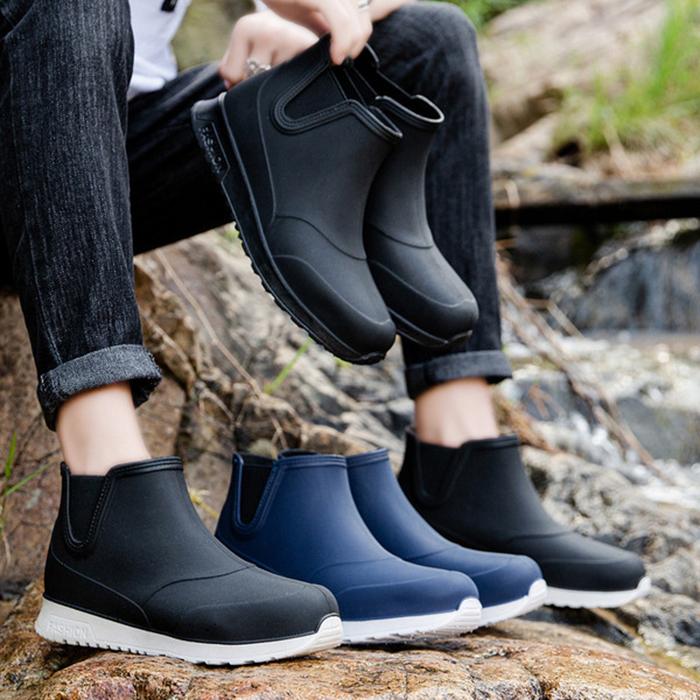 カジュアルなレインシューズ 雨が上がってもそのまま履ける ファッション感と実用性を兼ね備えて 世代を問わずに新生活にオススメ レインシューズ メンズ レインブーツ 完全防水 ショートブーツ レイン ブーツ おしゃれ 防滑 歩きやすい 夏 釣り 24.5cm-27.5cm 大きいサイズ 男性 3COLOR ネイビー ファッション通販 花見 アウトドア 雨靴 黒 雨 雪 使い勝手の良い