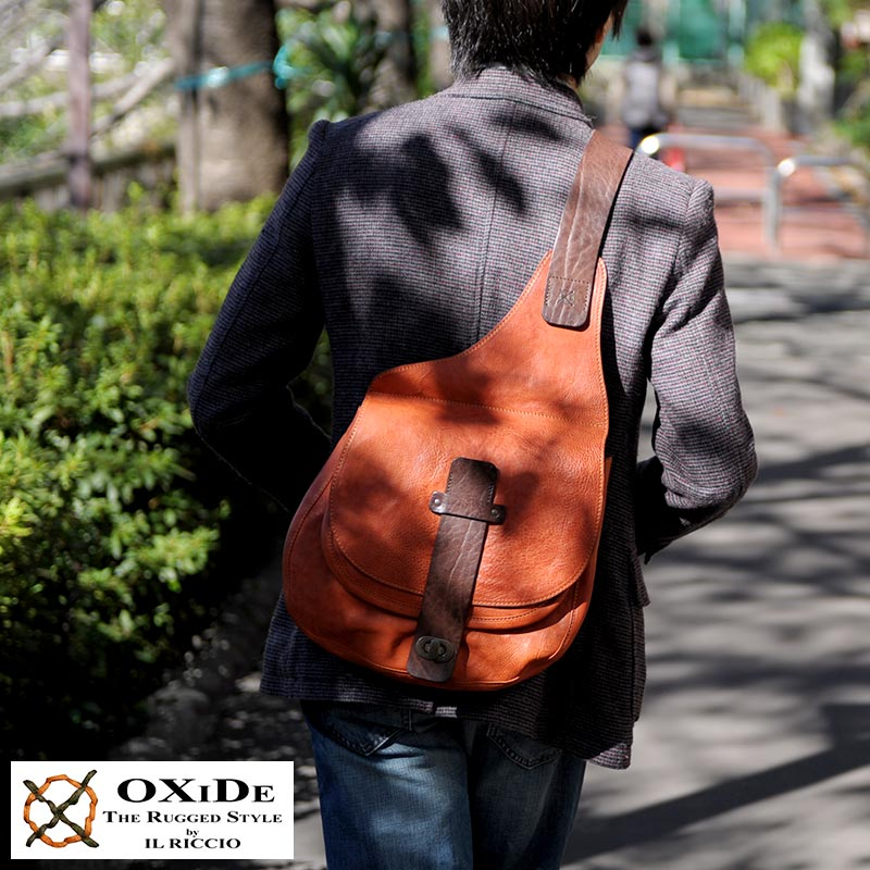 【 ポイント2倍 】 OxiDe ビッグボディバッグ BA-33-OXH /男性用/メンズ/ボディバッグ/ワンショルダー/B5/革/本革/牛革/鞄/かばん/バッグ/カーフレザー/イタリア製/レザーバッグ/ 【送料無料】