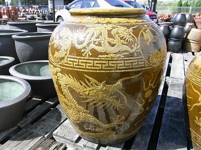 水をためたり、金魚鉢にしたり、傘たて、鉢カバーにしたり、お店の飾りにしたりと用途は様々です。 中国壷 大  大きい壺 シック 傘立て 飾り インテリア 壺