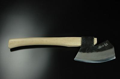 枝打鉈(山型) 両刃 青2鋼 約500g(刃の重さ)樫柄 木鞘(赤)