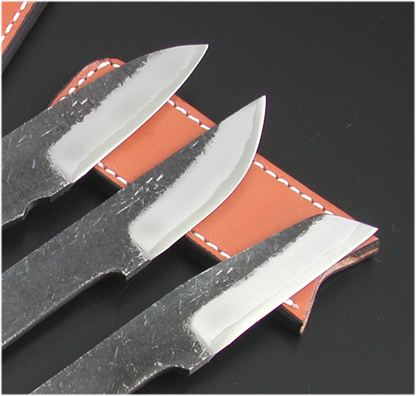 It is with three Tosa almighty knife blue steel set A, B, C type double-edged blade skin case