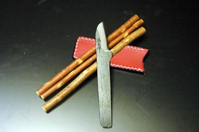 《予約販売》【森のおくりもの】セット[四] 小刀(DM)1本/鉛筆3本/皮ケース1枚