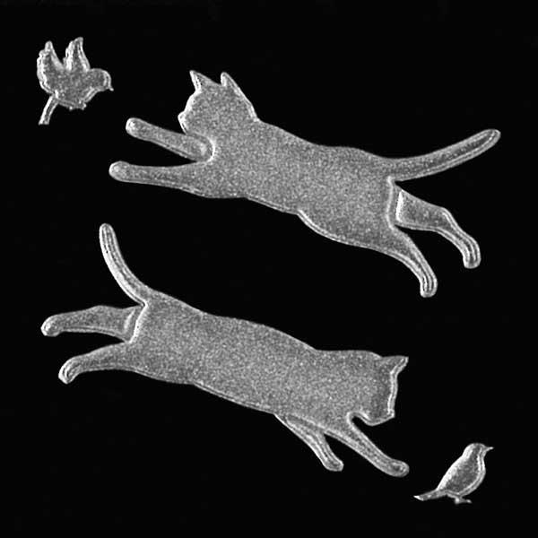 可愛らしい猫がワンポイントの蒔絵シールになって登場 スマホカバーや小物に貼れるシールです 猫 蒔絵シール Love cat キャット ジャンプ2匹 銀 30mm ねこ ネコ シール アイコス ステッカー スマホ 動物 訳あり商品 デコ ワンポイント カバー iPhone iQOS シルエット 購入 ケータイ かわいい