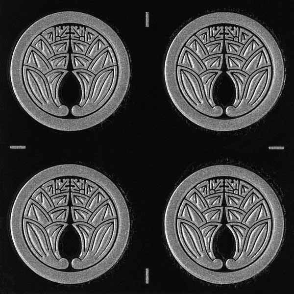 ご要望の多かった小さめのサイズが登場 誕生日プレゼント 家紋 ステッカー 蒔絵シール 丸に抱き茗荷 SV 24mm 銀 ギフト プレゼント ご褒美 4個付 和柄 デコ 彩蒔絵 iPhone スマホ シール 家紋シール ケータイ 剣道