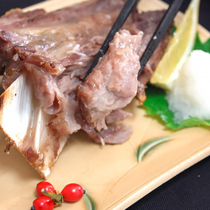 送料無料 まぐろアゴ肉 鮪あご肉 600g前後 塩をふって焼くだけ。抜群に脂がのってウマイ!【バーベキュー あご肉 鮪 マグロ まぐろ まぐろかま まぐろカマ バーベキュー 築地市場 豊洲市場 ギフト】rn