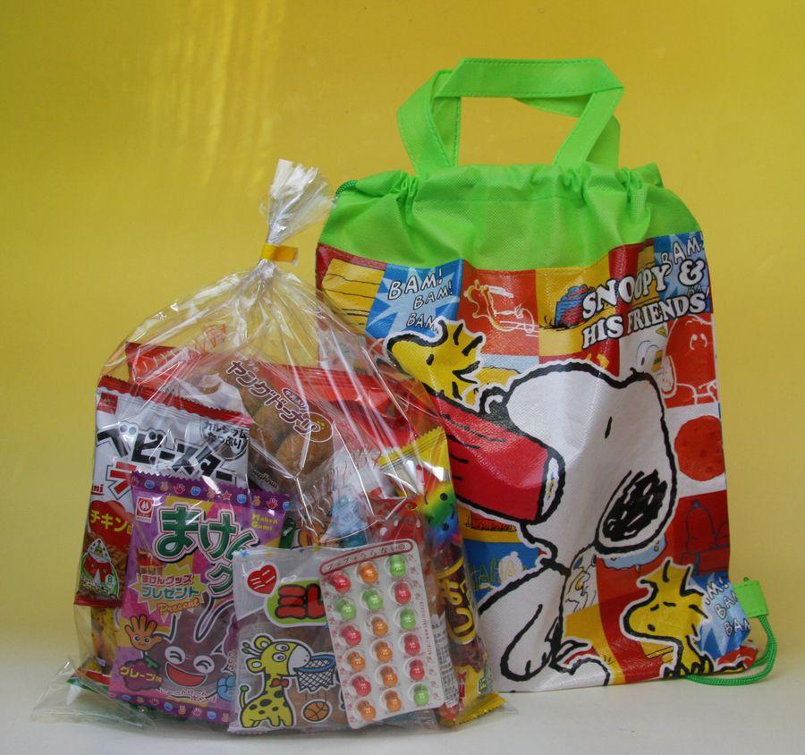 お菓子はすべて渡して安心、もらって安心の日本製です。 【キャラクターいろいろ】子供会向き駄菓子詰め合わせセット2wayバッグ入りお菓子セット #748