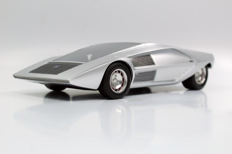 【予約】7月以降発売予定Lancia Stratos Zero concept /Top Marques 1/18 ミニカー