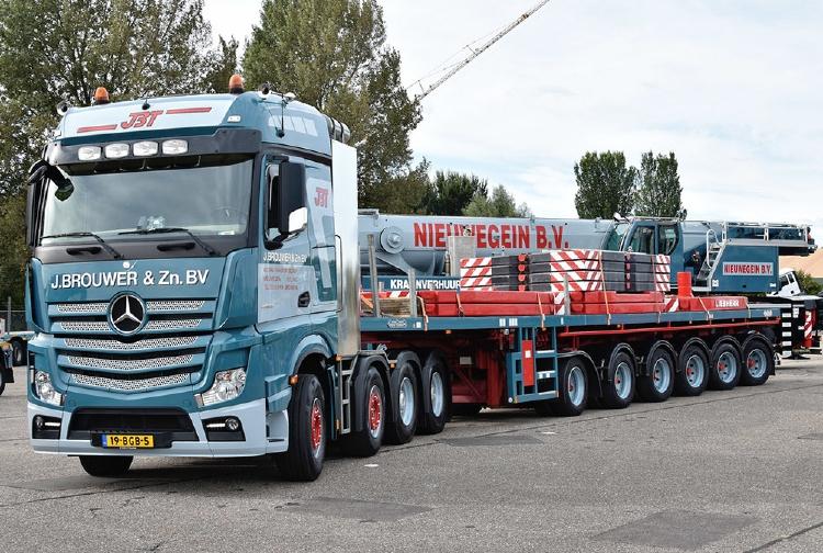 【予約】J.brouwer & Zn メルセデスベンツ アクトロス Bigspace 8x4 with Nooteboomノーテブーム 6軸ballasttrailer 建設機械模型 工事車両IMC 1/50 ミニチュア