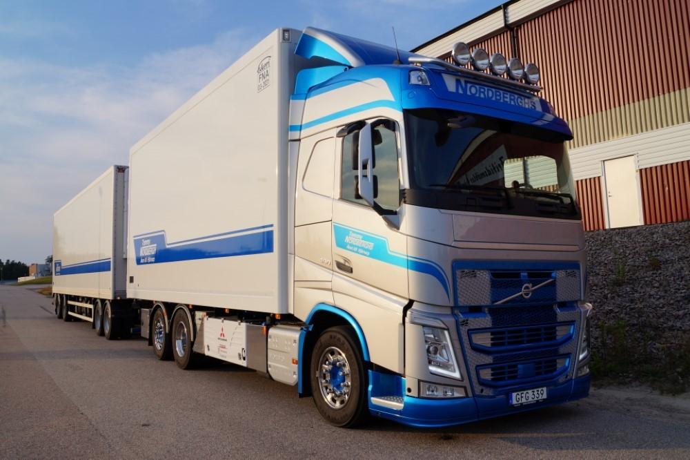 【予約】2017年5-7月以降発売予定Nordberghs Volvo Globetrotter rigid truck トレーラー  Teknoテクノ 建設機械模型 工事車両 1/50 ミニチュア