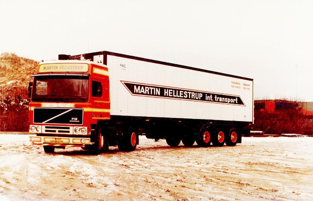 【予約】2017年8-10月以降発売予定Hellestrup, Martin Volvo F12 Globetrotter with Classic リーファー セミトレーラー Teknoテクノ 建設機械模型 工事車両 1/50 ミニチュア