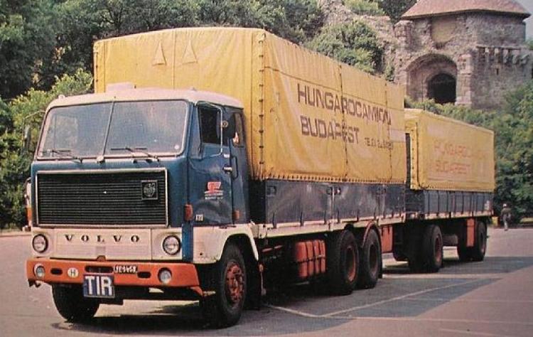 【予約】6-8月以降発売予定Hungarocamion Volvo F89 rigid truck with trailerトラック/建設機械模型 工事車両 Tekno 1/50 ミニチュア
