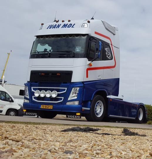 【予約】4-6月以降発売予定Ivan Mol Transport Volvo FH4 Globetrotter XL 4x2トラクタ 建設機械模型 工事車両 TEKNO 1/50 ミニチュア