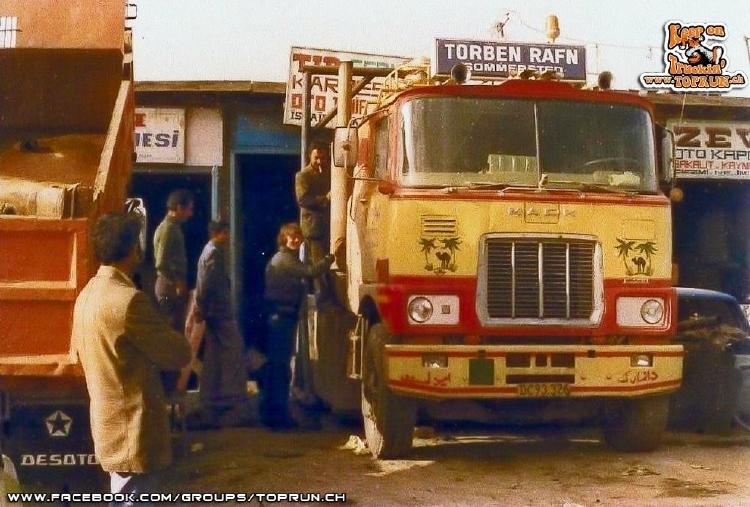 【予約】10-12月以降発売予定Rafn, Torben Mack F700 with 3軸 classic Goosneck tilt semitrailerトラック 建設機械模型 工事車両TEKNO 1/50 ミニチュア