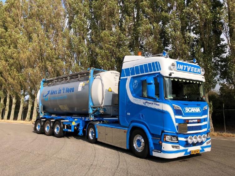 【予約】10-12月以降発売予定Veen, In 't Scania NGS R-serie Highline met swaptankcontainerトラック/建設機械模型 工事車両 Tekno 1/50 ミニチュア