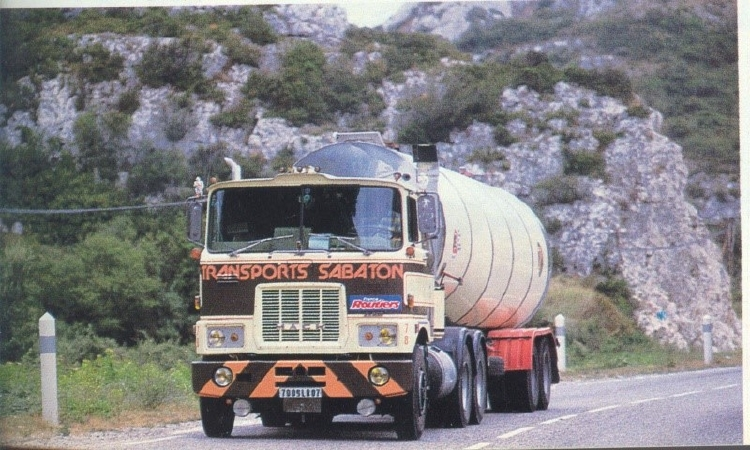 【予約】10-12月以降発売予定Sabaton Mack F700 with classic tanktrailerトラック/建設機械模型 工事車両 Tekno 1/50 ミニチュア