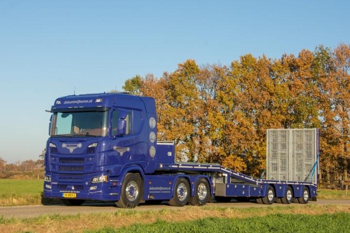 【予約】12月以降発売予定Scania Next Gen GRRR-V8 R-serie met -assige dieplader. Speciale onderdelen: achterwand, slangenrek, oprijplaten en zijafscherming. TEKNO 1/50 建設機械 模型ミニカー はたらく車重機 トラック トレーラー