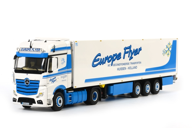 ミニチュア模型ミニカー Europe Flyer メルセデスベンツアクトロス Giga Space リーファートレーラー 贈与 Thermoking 1 トラック WSI ミニカー 建設機械模型 正規取扱店 50 3軸