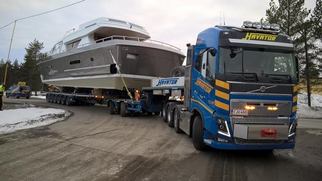 【予約】2017年4-6月以降発売予定Havator Volvoボルボ FH4 Globetrotter Broshuis SL 100 tonner 2+6 積み荷は含みませんトラック /WSI 建設機械模型 工事車両 1/50 ミニチュア