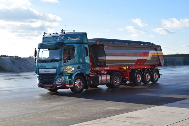 【予約】10-12月以降発売予定H. Verhoef DAF CF Space Cab Halfpipe Tipper Trailerトラック 建設機械模型 工事車両 WSI 1/50 ミニチュア