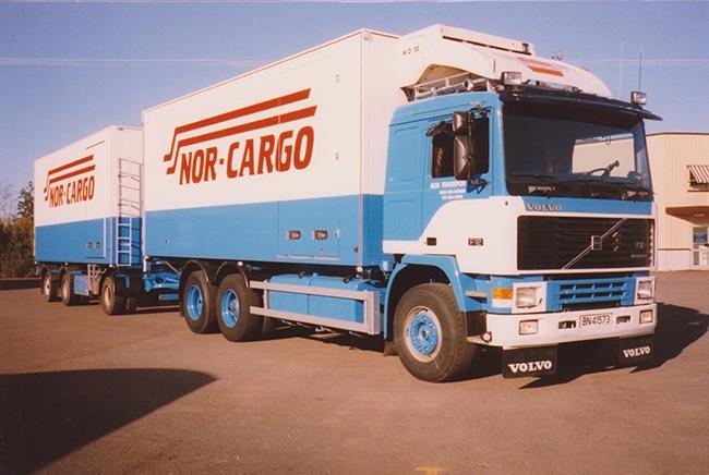 【予約】4-6月以降発売予定Alta Transport - Nor Cargo Volvo F12 Combiトラック 建設機械模型 工事車両 WSI 1/50 ミニチュア