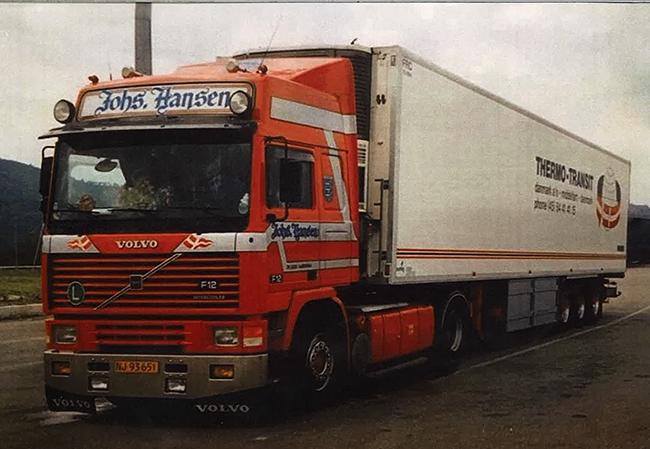 【予約】4-6月以降発売予定Johs. Hansen Volvo F12 リーファートレーラー Carrier3軸トラック 建設機械模型 工事車両 WSI 1/50 ミニチュア