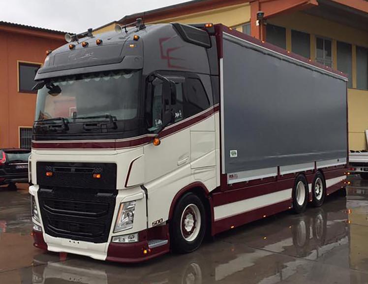 Bosio VOLVO FH4 GLOBETROTTER XL 6x2 TAG AXLE RIGED TRUCK CURTAIN SIDEトラック /建設機械模型 工事車両 WSI 1/50 ミニチュア