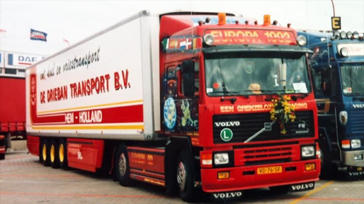 【予約】10-12月以降発売予定De Drieban Transport; VOLVO F12 GLOBETROTTER 4x2 REEFER TRAILER - 3 AXLE トラック /建設機械模型 工事車両 WSI 1/50 ミニチュア