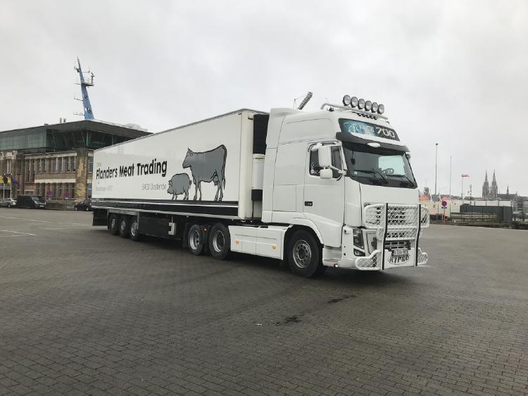 【予約】10-12月以降発売予定Flanders Meat Trading; VOLVO FH3 GLOBETROTTER XXL 6x2 TWIN STEER リーファートレーラー 3軸 トラック /建設機械模型 工事車両 WSI 1/50 ミニチュア