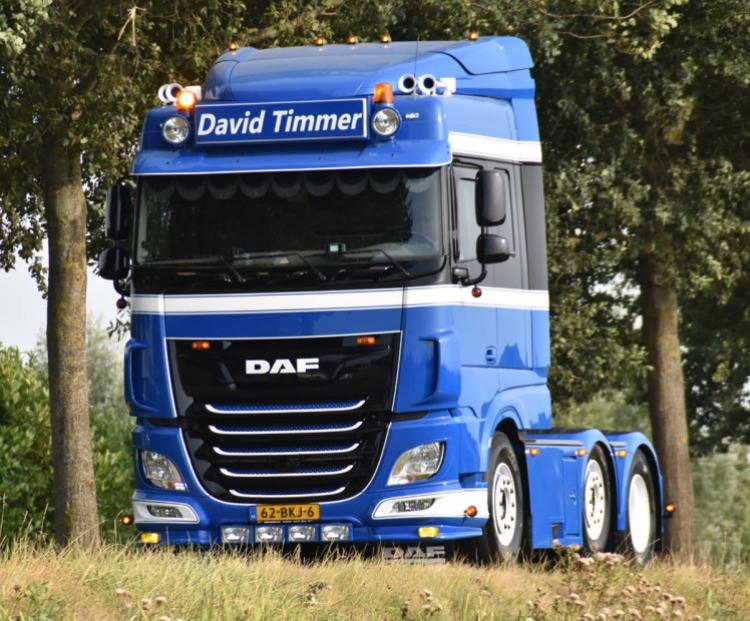 【予約】10-12月以降発売予定David Timmer; DAF XF SPACE CAB MY2017 6x2 TWIN STEER トラクタ /建設機械模型 工事車両 WSI 1/50 ミニチュア