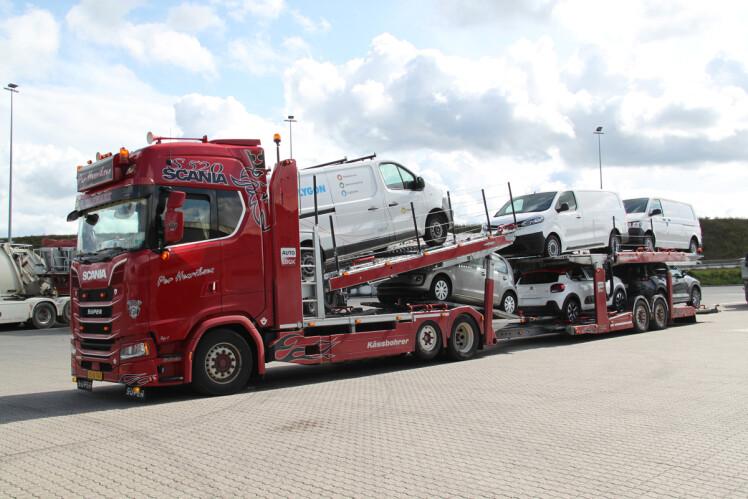 【予約】12月以降発売予定SCANIA S HIGHLINE | CS20 6X2 CAR TRANSPORTER - 3 AXLE WSI 1/50 建設機械 模型ミニカー はたらく車重機 トラック キャリアカー 積車